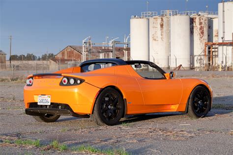lease a tesla roadster tesla offers leasing option for iconic roadster