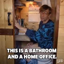 Bathroom Gif Fred Armisen Lol Gif By Ifc Find On Giphy