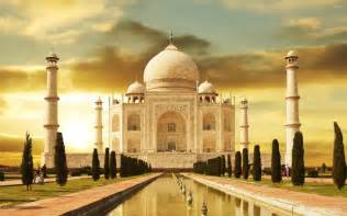 Historical Places In India Essay by Top 10 Historical Monuments In India