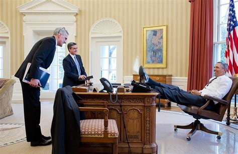 barack obama oval office does seeing president obama s foot on the oval office desk