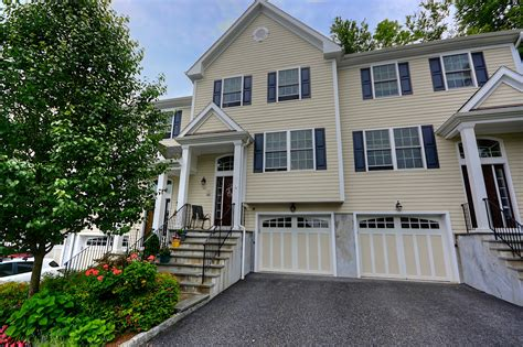 Garage Sales Westchester Ny by Almost New Townhouse For Sale In Country Villas At
