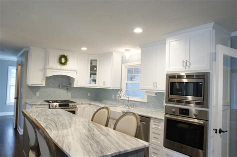 an kitchen design with a curved glass tile