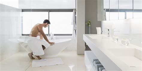 the bathtub man how to take a man bath askmen