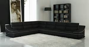 deco in canape d angle cuir design noir et blanc