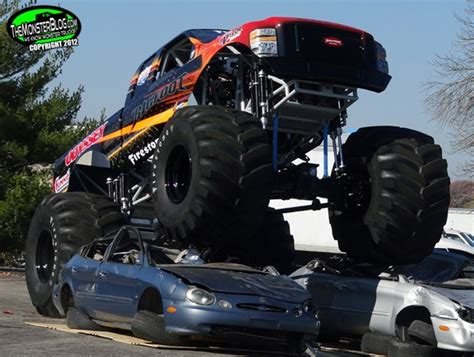 bigfoot 5 crushing trucks crushing cars with a battery powered truck