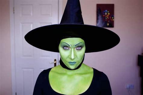 cã mo una mujer se convierte en bruja y un hombre en bestia how a becomes a witch and a becomes a beast edition books de 500 fotos de maquillaje de carnaval y 2018