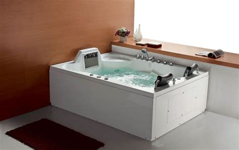 cool bathtubs 5 cool bathtubs with built in tvs digsdigs