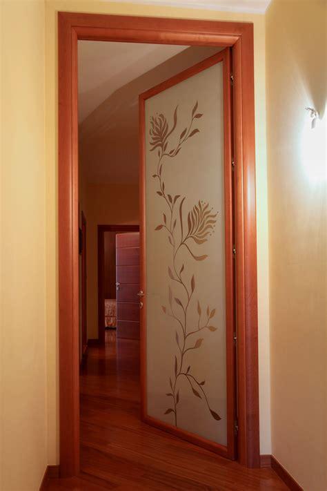 decorazioni porte interne arche ambienti porta battente con vetro decorato