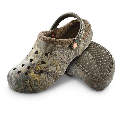 realtree mens slippers crocs baya realtree xtra lined clogs 608579 casual