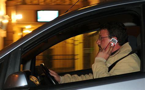 giornale al volante gb tolleranza zero per il telefono al volante si rischia