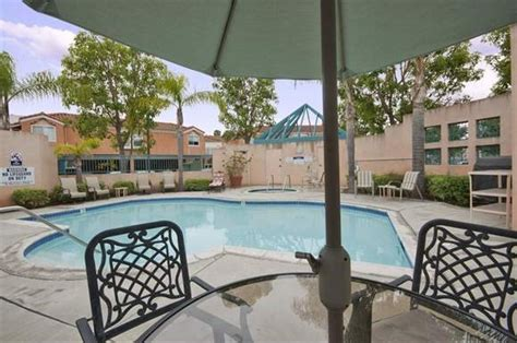 Cheap 1 Bedroom Apartments In Orange County by Villa Anaheim Apartments 3305 West Lincoln Avd Anaheim