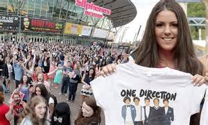 student guides advertise blogs tv back student castle newcastle one direction in australia hundreds of fans greet band