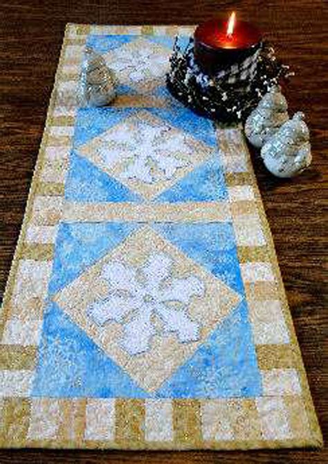 snowflake quilt pattern table runner snowflake table runner and candle mat pattern ctg 094