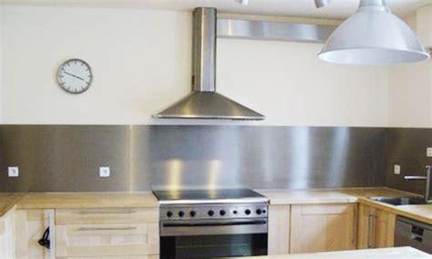 protection mur cuisine plaque adhesive inox cuisine maison design bahbe com