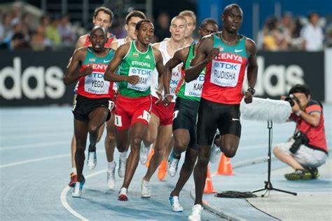 800 meters to 800 metres