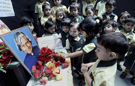 pays tribute to the former president apjabdul kalam at his school children paying tribute to the former president apj