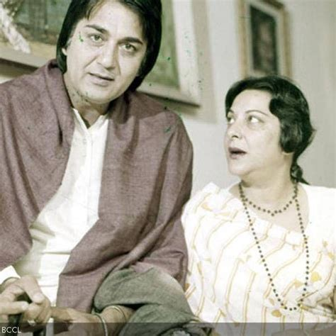 biography of mother india the love story between sunil dutt and nargis started when