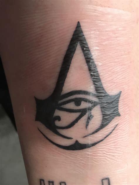 assassins creed tattoos i got an assassins creed today assassinscreed