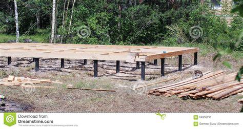 casa base la base de madera para una casa de co imagen de archivo
