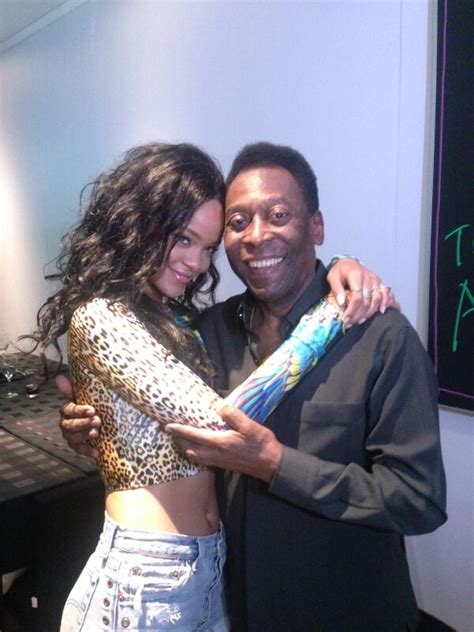 Rihanna Poses With Legendary Pele In Brazil   INFORMATION