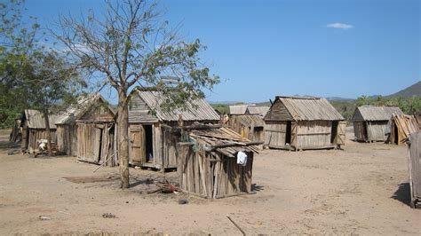 pic of homes file housing in southern madagascar 001 jpg wikimedia