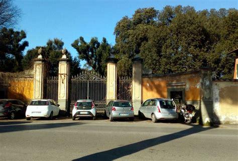 ingresso villa ada villa ada con gli ingressi chiusi scatta il parcheggio