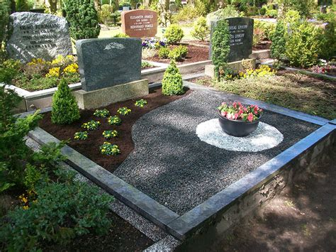Die Garten by Die Garten Zwerge 187 Archive 187 Grabgestaltung