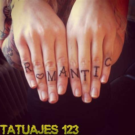 tatuaje de letras love dedos letras en los dedos tatuajes 123