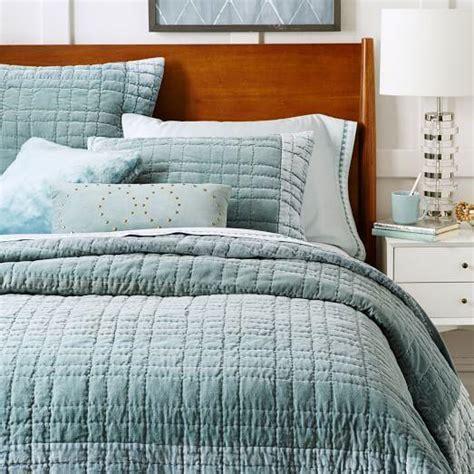 bordered blue stone velvet quilt  shams