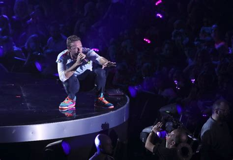coldplay new song 2017 listen to coldplay s spacey new song aliens