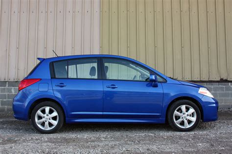 blue nissan versa review 2010 nissan versa lives life large autoblog