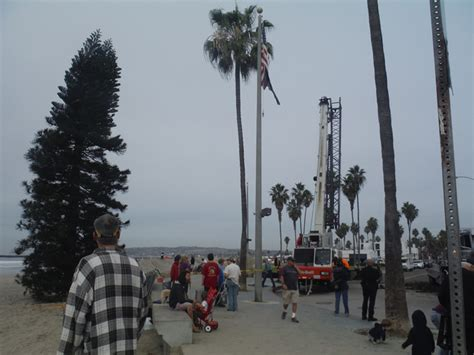 ob christmas tree arrives 2014 ocean beach san diego ca