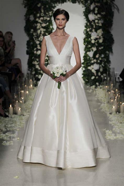 Moderne Hochzeitskleider by Simple Wedding Gowns For The Minimalist Modern Wedding