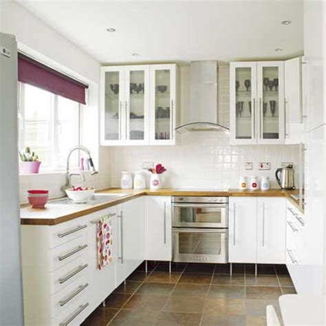 Pictures Of Small Kitchens With White Cabinets Modern Small White Kitchens Decoration Ideas