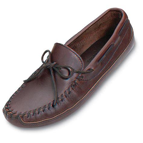 s minnetonka slippers s minnetonka moccasins lariat leather bottom