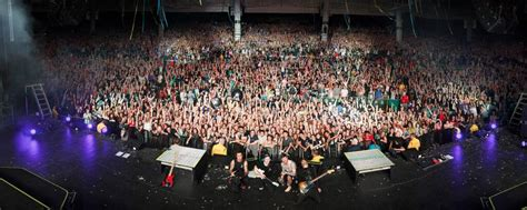 mass section 8 celeb news monumentour fall out boy paramore page 8
