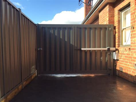 swinging gates melbourne automated swinging gate pascoe vale melbourne sidcon