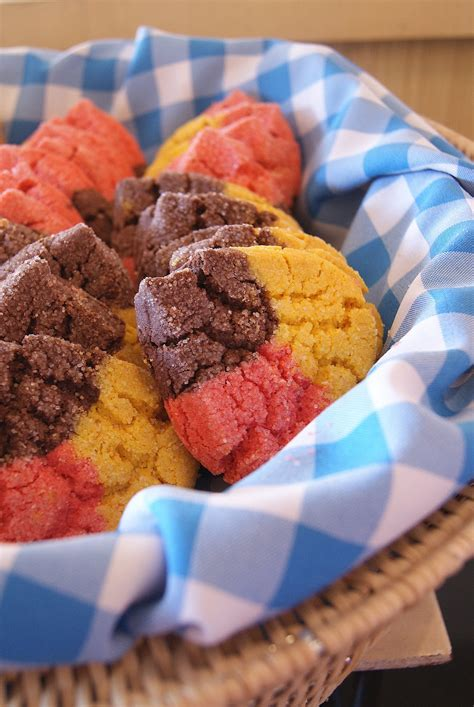 what color is the cookie polvorones three color mexican cookies my trip to los