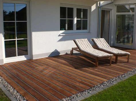 terrasse mit überdachung terrasse anschluss zum rasen wenn ebenerdig mit kies