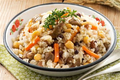 etli bezelyeli pilav tarifi etli pilav tarifi nasıl yapılır yemek com