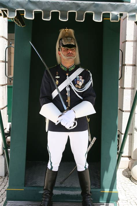 how to to be guard guard wiktionary