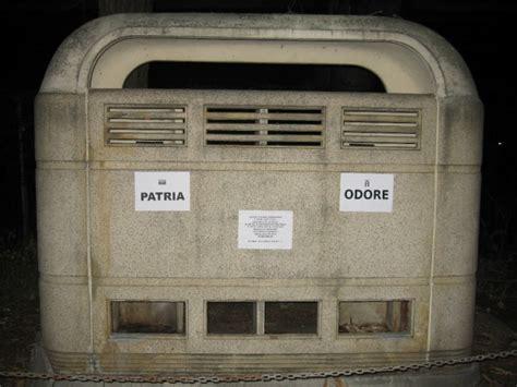 vespasiano bagno foto sacrario al gerarca ironia a bologna bagni pubblici