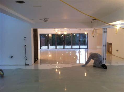 resina per pavimenti interni quali sono le norme di sicurezza per i pavimenti in resina
