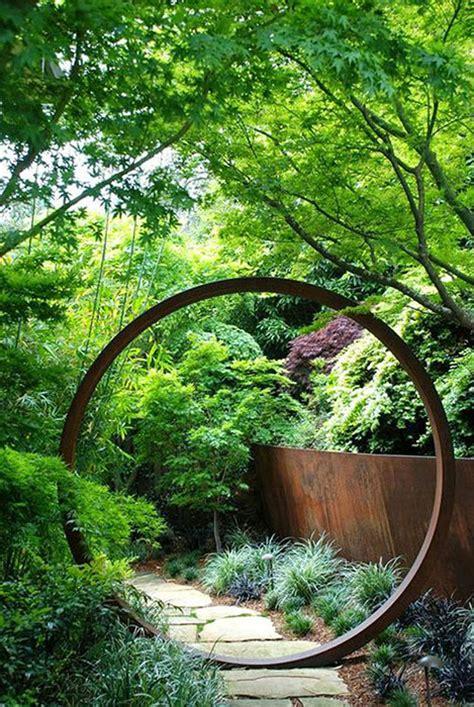 28 id 233 es de statues et sculptures pour d 233 corer son jardin