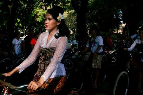 Kebaya Kain Parada parade budaya dan aksi lingkungan di bali news from