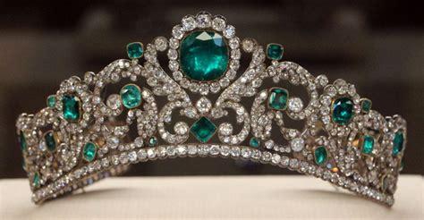Du Tiara history diamonds guarded ingeniously 1888 the court jeweller