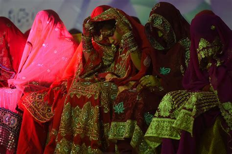 Mass wedding ceremony in Pakistan