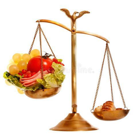 balanza  sano contra la comida pesada imagen de archivo imagen de ensalada calorias
