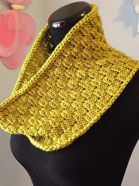 one skein knitting projects escalon one skein cowl by jandyprins craftsy