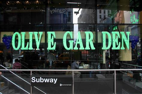 the olive garden new york there will be breadsticks at 400 olive garden meal on new year s times square theater
